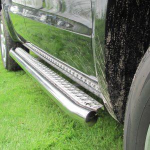 VW Amarok Sidebars met treeplank opstap